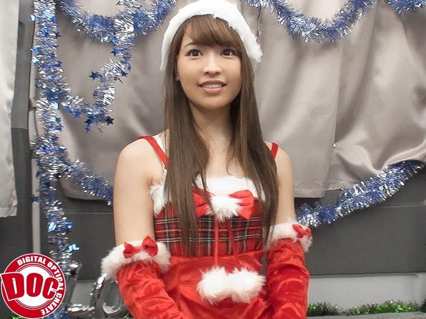 衣装が可愛い美少女サンタ。